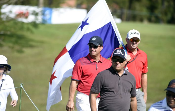 Panama City, Panama: Miguel Ordonez' followers pictured at the 2017 Latin America Amateur Championship at the Club de Golf de Panama during Round Four on January 15th . (Photo by Enrique Berardi/LAAC)